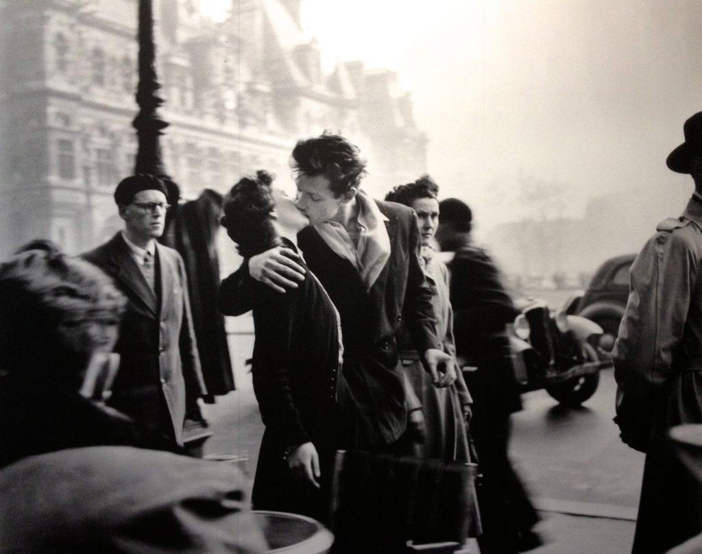 Robert Doisneau, le Baiser de l'Hôtel de ville, 1950, photographie