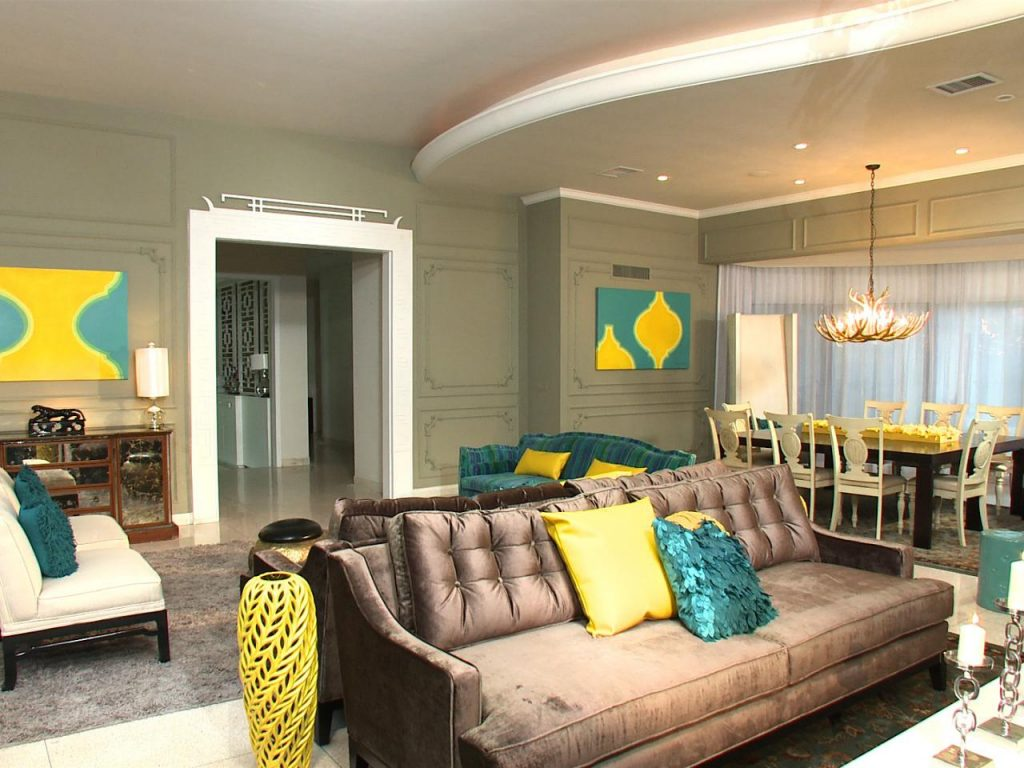 sofa et tableaux