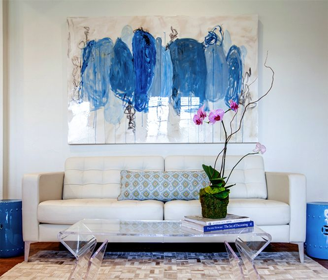 Sofa et tableau bleu