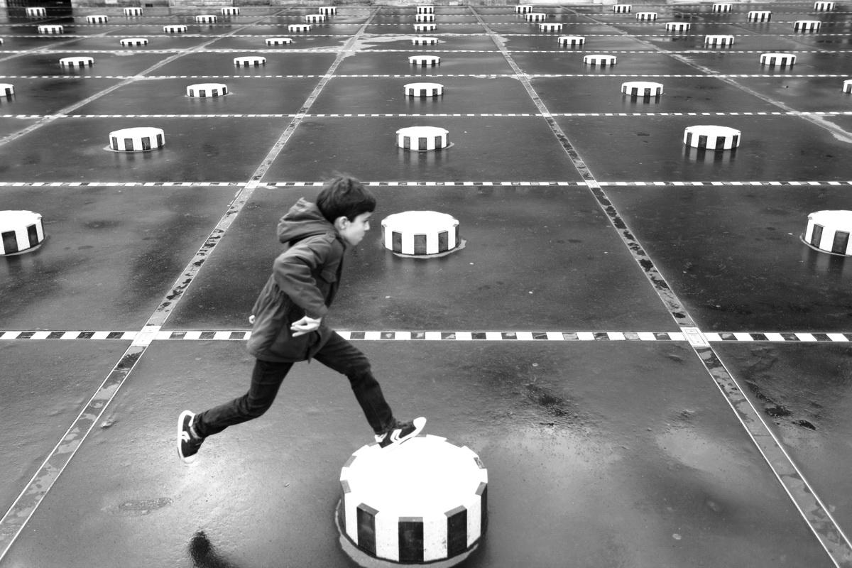Le saute Buren - Valéry Trillaud - Artistes en ligne