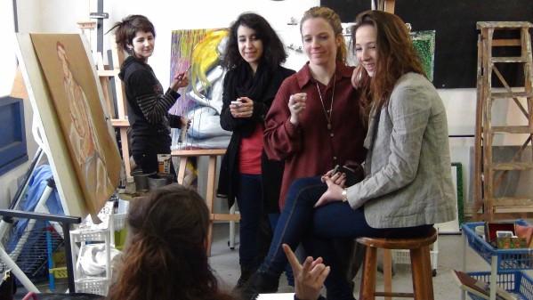 Beaucoup de femmes étudiantes en art - koronin- KAZoART