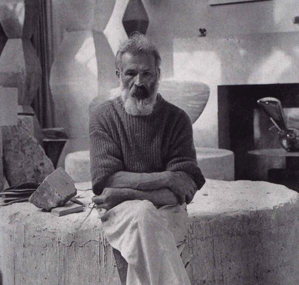 Brancusi dans son atelier vers 1933 -1934