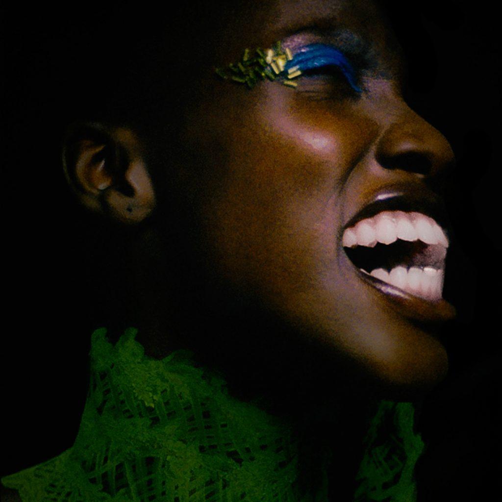 Verte de rage, Marcella Martial - Photographie (30 x 30 cm)