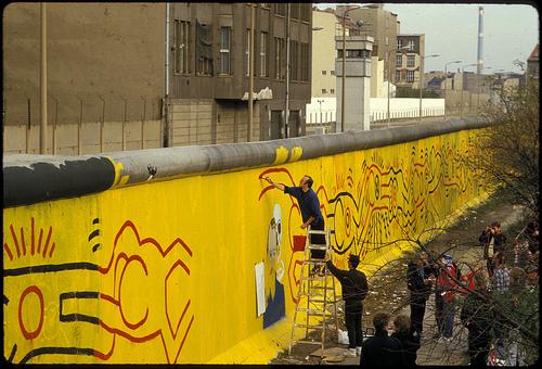 Keith Haring, Fresque murale sur le Mur de Berlin (1986)