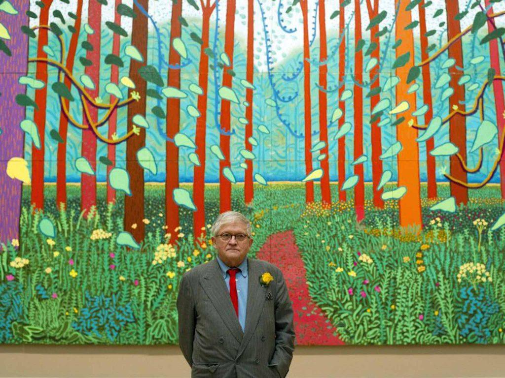 Portrait de David Hockney devant L'arrivée du printemps à Woldgate (2011)
