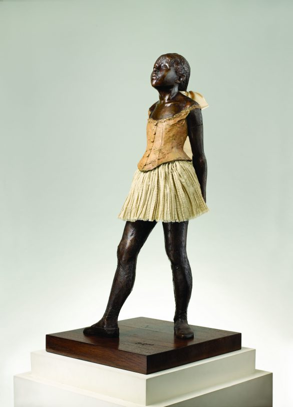 Edgar Degas, La Petite Danseuse de Quatorze ans (Statue en bronze, entre 1865 et 1881) / Par M.T. Abraham Center [CC BY 3.0 (http://creativecommons.org/licenses/by/3.0)], via Wikimedia Commons