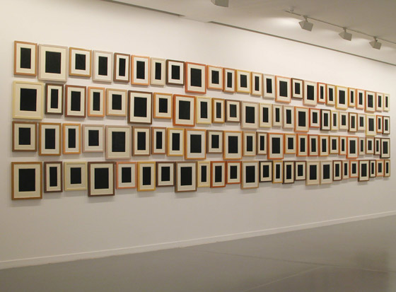 Collection of One Hundred Plaster Surrogates, by Allan McCollum, 1982/90. Enamel on cast Hydrostone. Collection of the Museum van Hedendaagse Kunst Antwerpen, Belgium / public domain via Wikimedia Commons