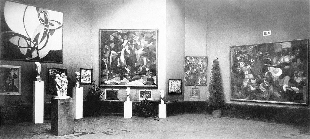 Salle d'exposition du Salon d'Automne de 1912, avec la toile Kupka au gauche