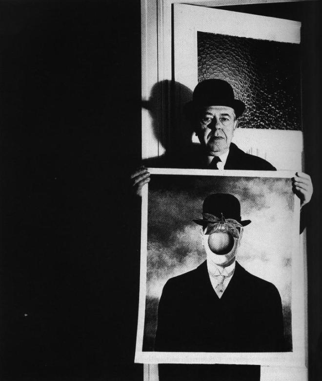 René Magritte avec son tableau 'Le Fils de l'Homme', photographié par Bill Brandt, 1964. © Bill Brandt