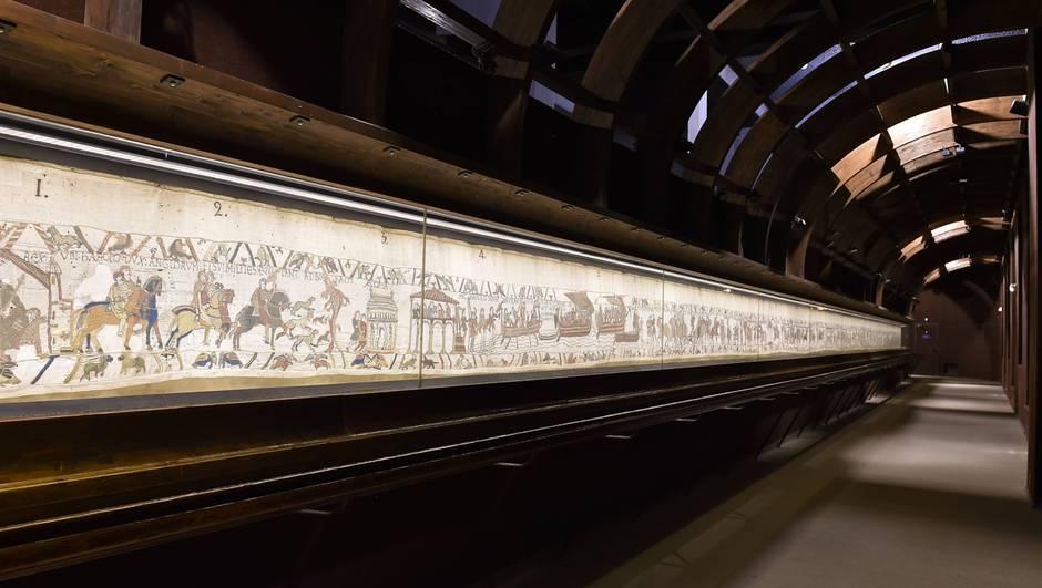 La tapisserie de Bayeux dans son musée actuel, en Normandie
