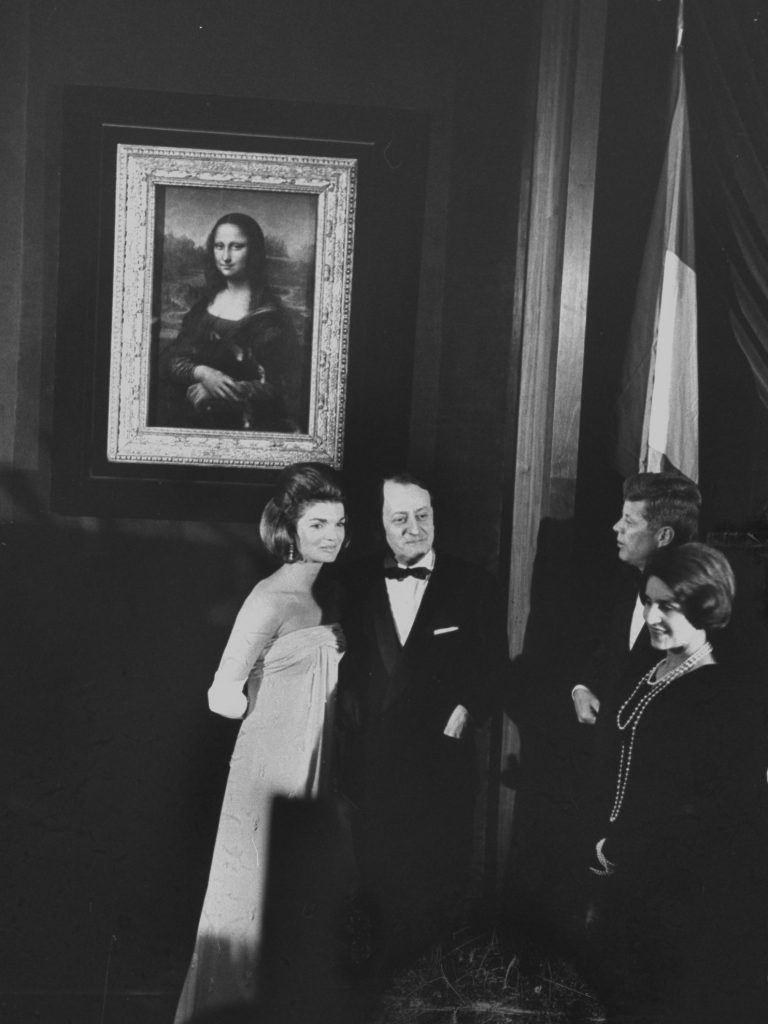 André Malraux et le Président Kennedy devant la Joconde à Washington en 1963