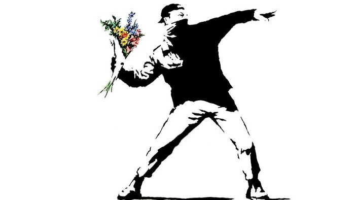 L'œuvre à la Loupe : « Rage, the Flower Thrower » de Banksy