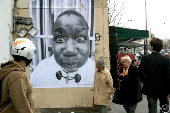 JR, Projet 28 Millimètres, Portrait d'une Génération Amad, Paris, Bastille, 2004 / source : https://www.jr-art.net