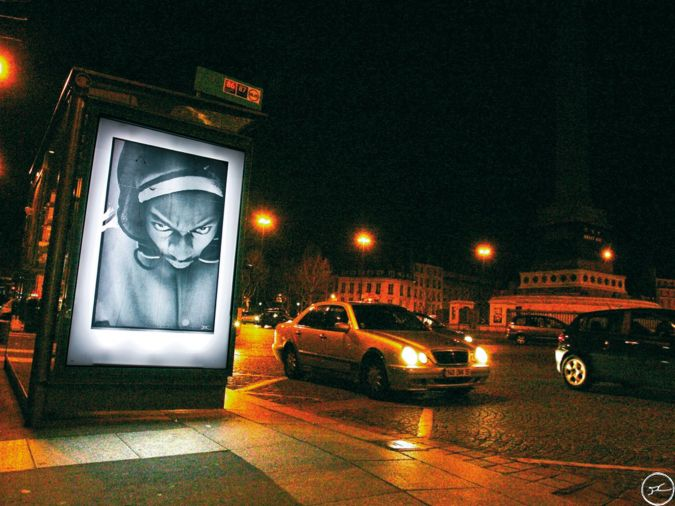 JR, Projet 28 Millimètres, Portrait d'une Génération Byron, Paris, Place de la Bastille, 2004 / source : https://www.jr-art.net