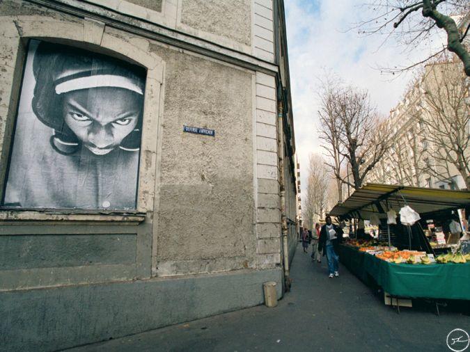JR, Projet 28 Millimètres, Portrait d'une Génération Byron, Paris, 20ème arrondissement, 2004 / source : https://www.jr-art.net