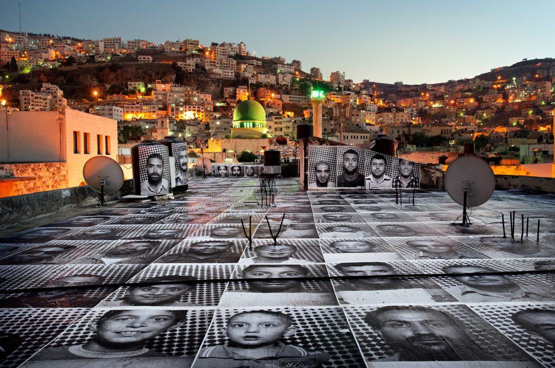 JR, Projet Inside Out, Naplouse, Palestine, 2011 / source : https://www.jr-art.net/