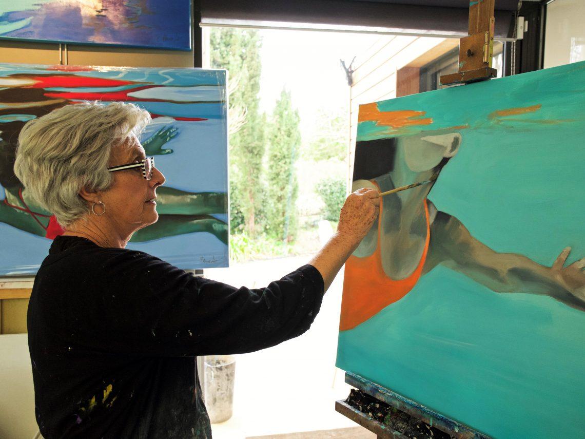 Artiste féminine Christiane Rancelot dans son atelier